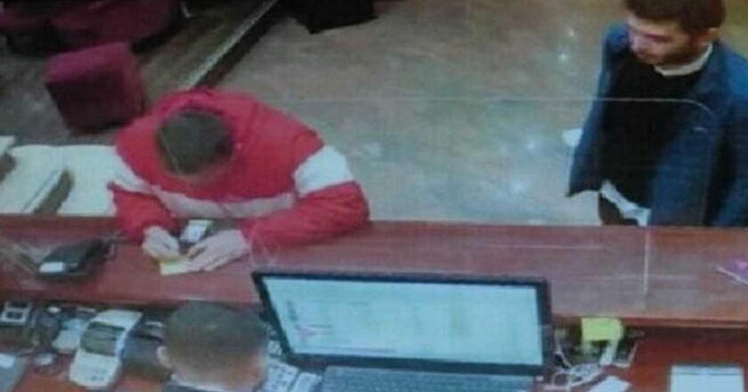 Man in Red Coat Caught Next to Thodex CEO